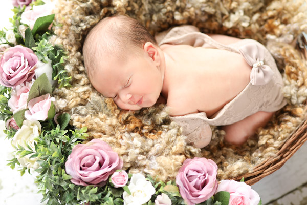 Allysa'a Newborn Photo Shoot